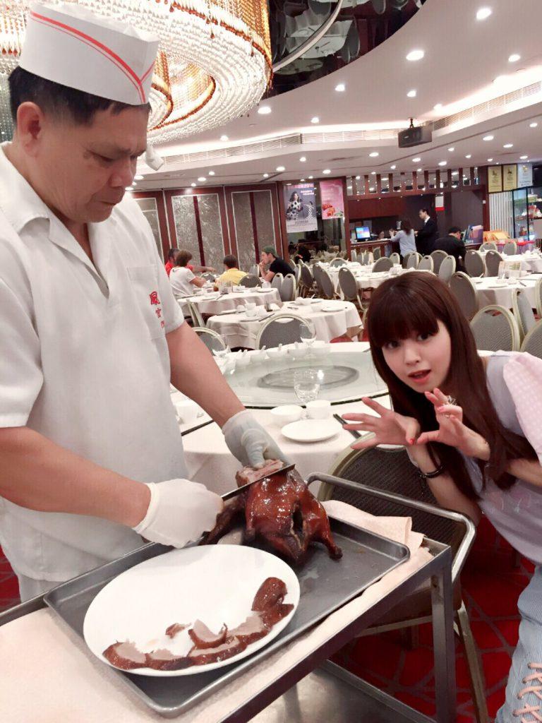 2016/7/28 ツイキャスのあとの夕食。北京ダック?に襲い掛かる可愛いるな獣