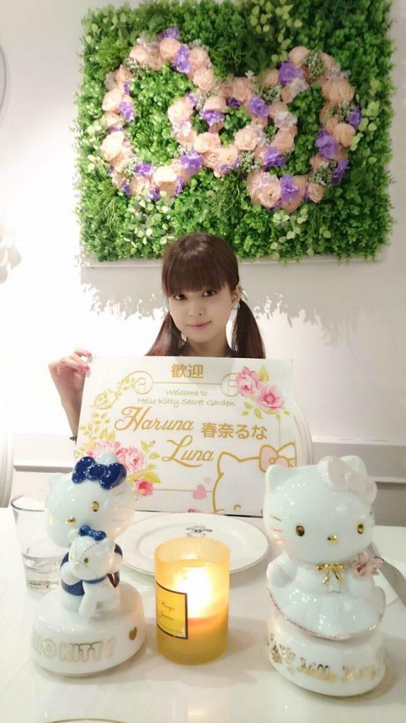 2016/7/29 香港のHello Kitty Secret Gardenでのお仕事と思います。真ん中のツインテールのキティちゃんが一番可愛いです。