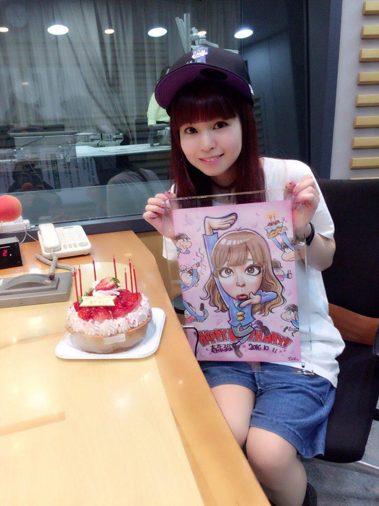 2016/10/8 ラジオ番組でのサプライズ「みんなラジオ聴いてくれたかな(((o(*゚▽゚*)o)))?なんと今回、収録中にサプライズでお誕生日をお祝いしていただき、美味しそうなケーキと、6つ子たちがお祝いしてくれているイラストをいただきました…!嬉しすぎる…本当にありがとうございますぅぅぅう」