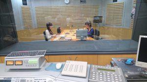 2016/10/15 スタジオで談笑する春奈るなと森永たまち(右:放送作家)