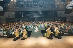 2016/11/15 のツイート「原宿ワンマンの写真が届いたよ(((o(*゚▽゚*)o)))みんないい笑顔!」