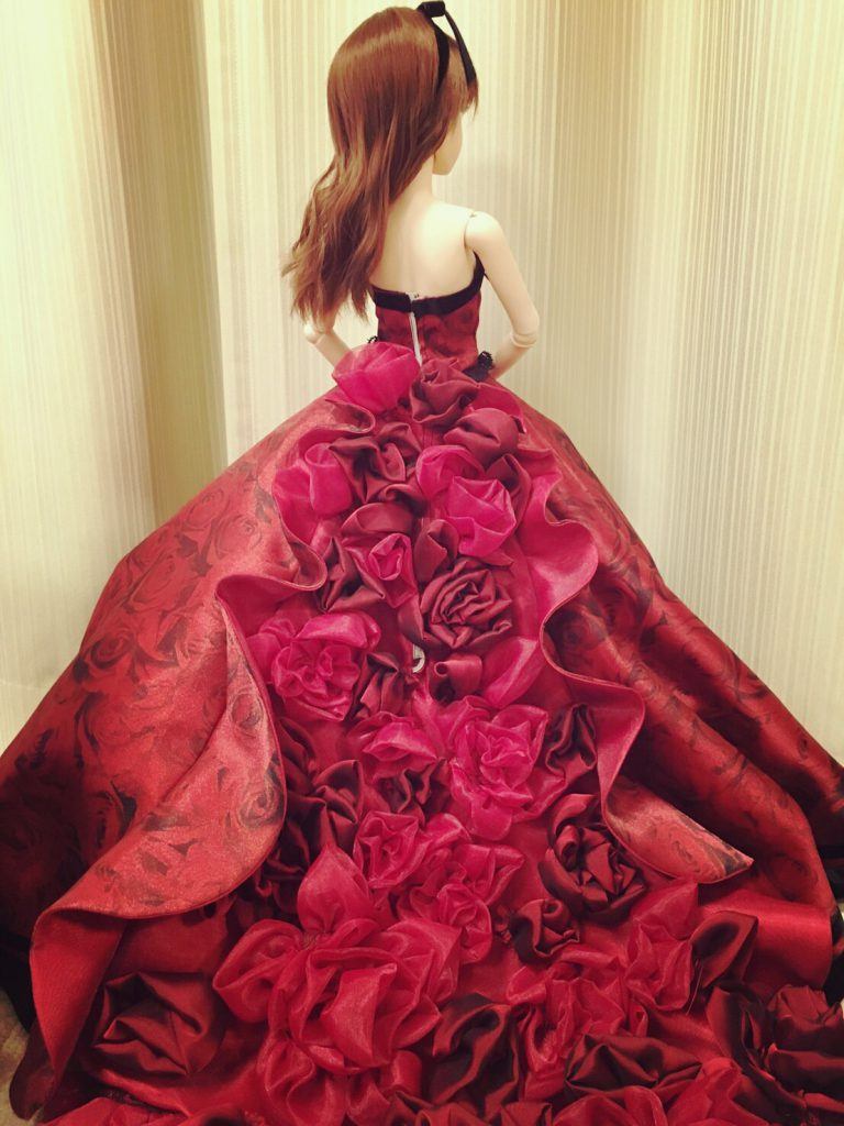 2016/10/20 Line Blog ウエディングドレスを作っていただいた方からのバースデイプレゼントとのことです。